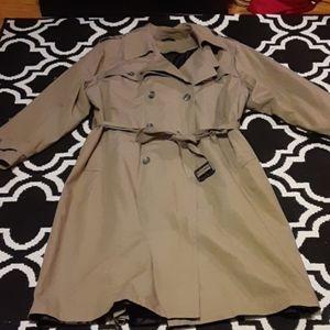 Macy's Raincoat 44L !